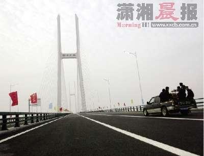 荆岳铁路长江大桥_荆岳长江公路大桥通车了_资讯中心 - 好房子网