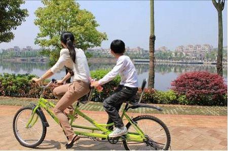 欢乐双人自行车游湖
