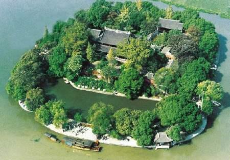 资讯中心 楼市资讯 > 正文  烟雨楼在浙江嘉兴南湖的湖心岛上,是为