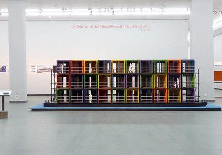 艺术家和设计师前来参展,展出他们的设计方案或已建成的集装箱建筑