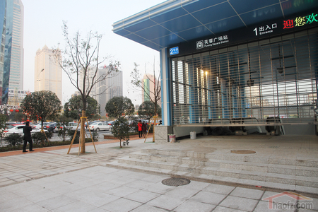 芙蓉广场地铁站出入口http://news.haofz.com/2014/2/91271.shtml
