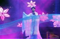 男子反串女孩舞蹈表演9年 在郑州买房娶妻