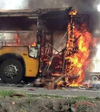 山东烟台一辆公交车遭故意纵火